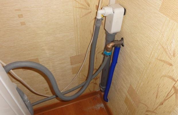 Csatlakoztassa a vízvezeték hűtőszekrényt